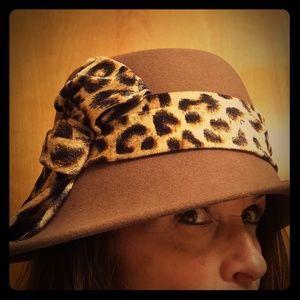 Adora hat